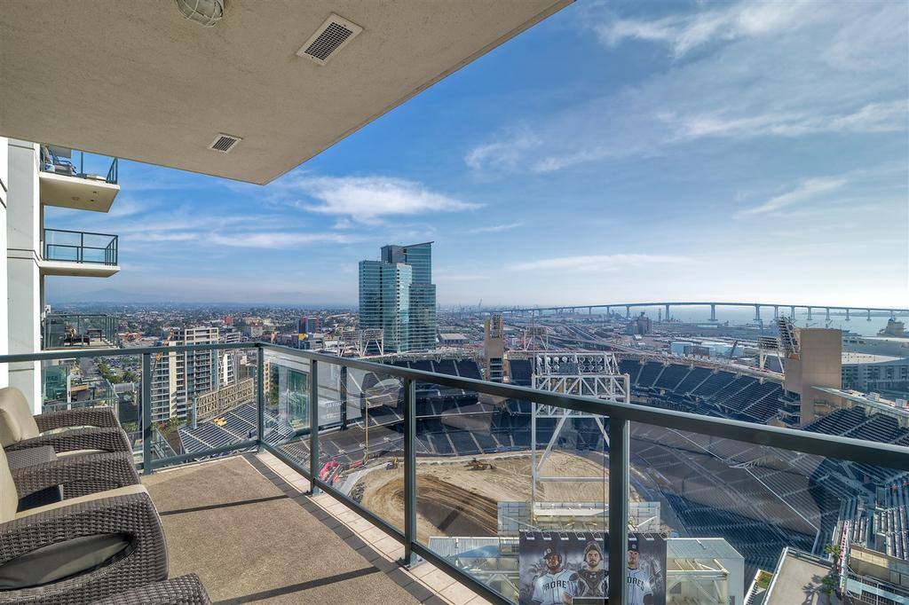 The Legend Residence 2103 Is One Of Only 3 SW Facing Penthouses And Offers  Protected Views Of Downtown San Diego, Coronado And Of Course, Petco Park.