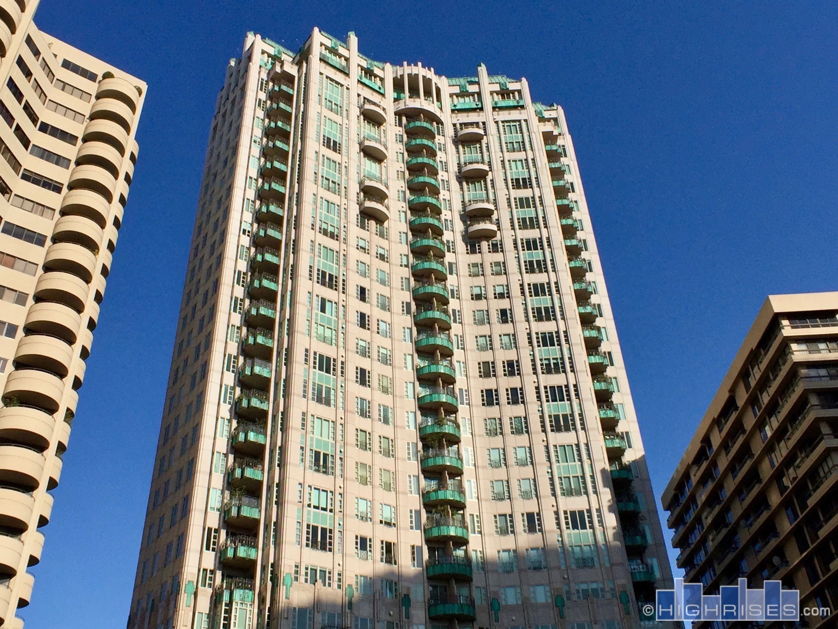 The wilshire of los angeles ca 10580 wilshire blvd for Highrise apartments in los angeles