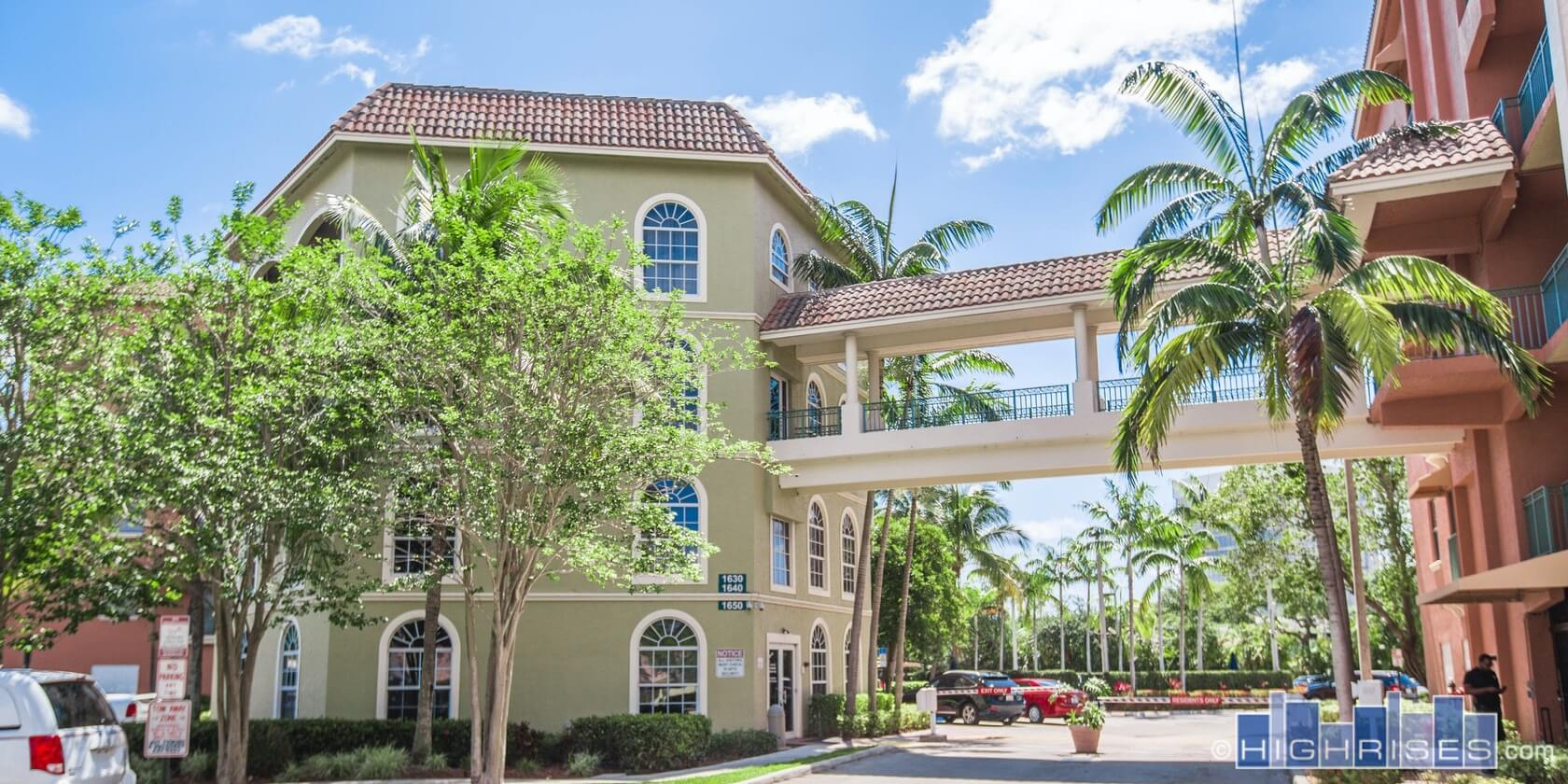 Park Place Condos of West Palm Beach, FL | 1640 Presidential Way